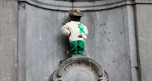 Manneken-Pis-statue-Brussels-Irish-costume