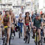 Велосипедисты Брюсселя проехались в обнаженном виде по городу, требуя условий безопасной езды на велосипедах
