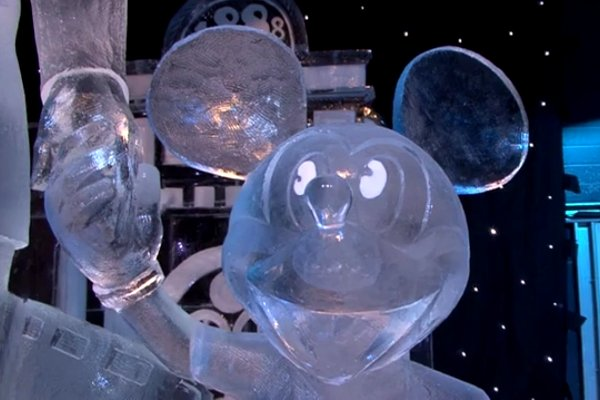 Disneyland-Paris-in-Ice-Sculptures