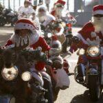 Турне с участием более, чем 300 Санта Клаусов в Брюсселе на мотоциклах Harley-Davidson