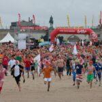 Новогоднее окунание в воду привело 5000 участников на бельгийское побережье