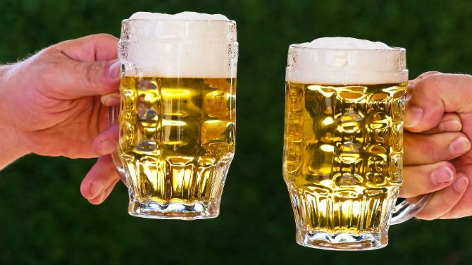Glasses-with-beer