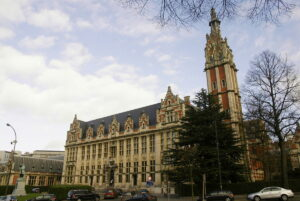 1200px-Clock_Tower_of_the_ULB_Solbosch_Campus_in_the_City_of_Brussels