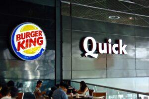 © Sebastien JARRY/MAXPPP; 11/05/2016. BURGER KING. Grande chaine de restauration rapide qui compte 13000 lieux de vente dans 88 pays, vend des humburgers, frites, milk shakes, boissons, salades, desserts, a rachèté QUICK récemment, tous les restaurants QUICK de france deviendront progressivement des BURGER KING, la marque totalise 50 restaurants dans toute la FRANCE.