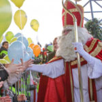 Бельгийские дети приветствовали прибытие Святого Николая на лодке