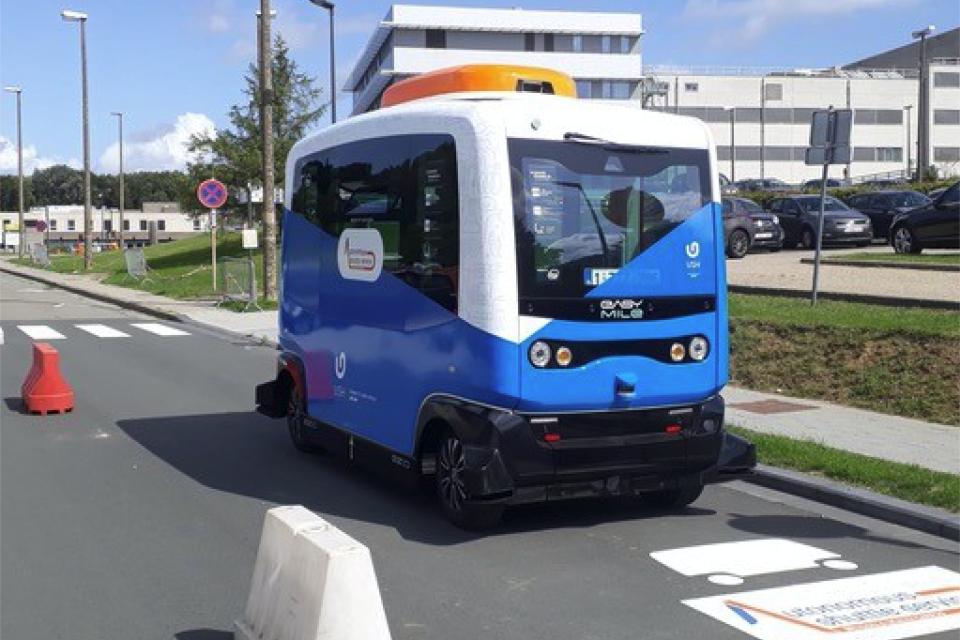 Electric-Bus-EZ10