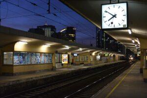 train-1103237_1920