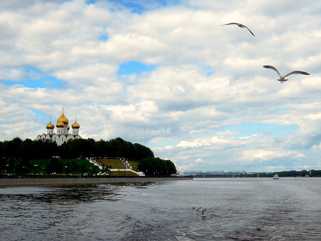 Volga-river-cathedral